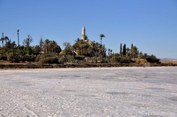 Солёное озеро и мечеть