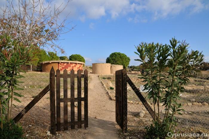 Вход к раскопкам в Лемба