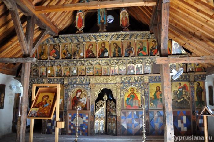 Икона св. Маманта в иконостасе