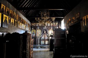 Внутри церкви Иоанна Крестителя