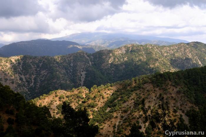 Вид с тропы Panthea на горы Троодоса