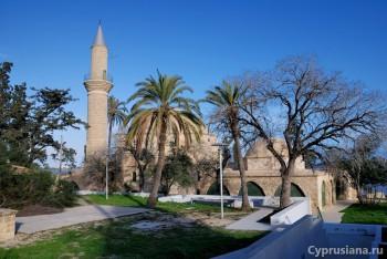 Мечеть Хала Султан Текке. Вид снаружи.
