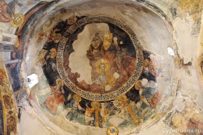 Фреска Пресвятой Богородицы