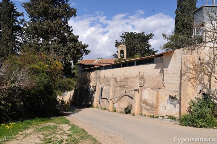 Вид на монастырь св. Кендея