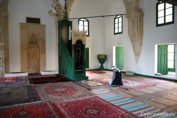 Мечеть Хала Султан Текке. Вид изнутри.