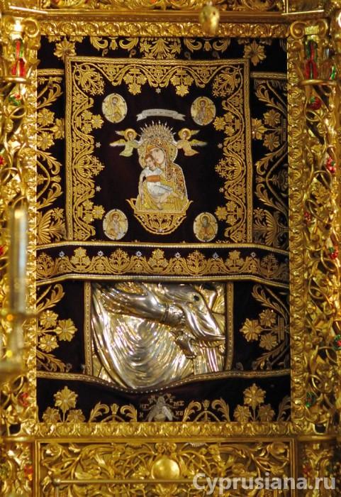 Икона Киккской Богоматери под окладом