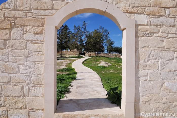 По пути к церкви Святых Апостолов