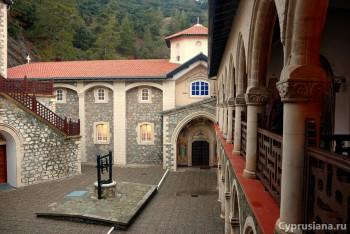 В монастыре Киккос