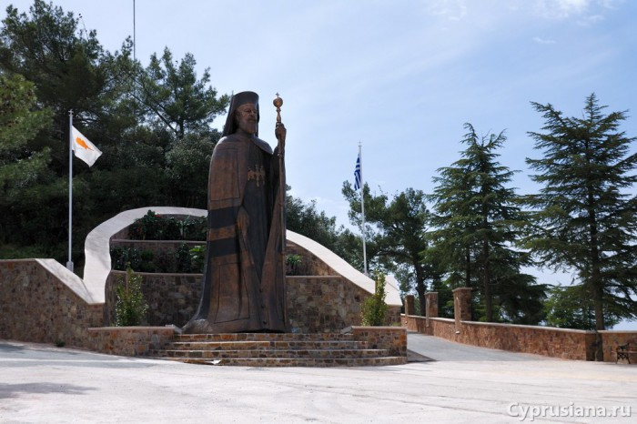 Памятник Макариосу III