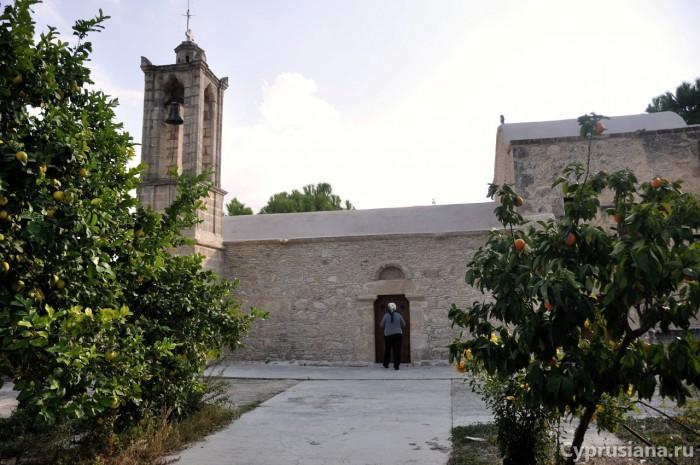 Церковь Архангела Михаила в деревне Холи