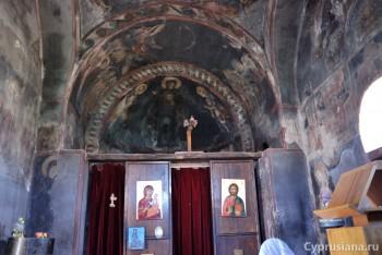 Интерьер церкви в разные годы