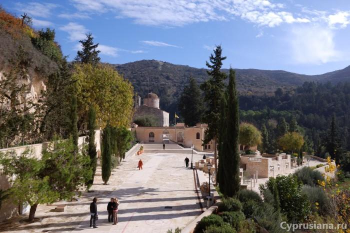 Вид на главный храм
