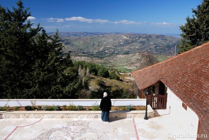 Архимандрит Дионисий в монастыре Хрисороятисса