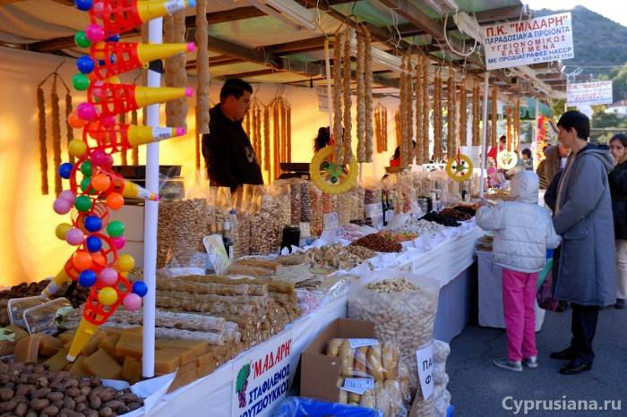 Рынок в деревне Агрос