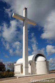 Церковь на холме рядом с деревней Педулас