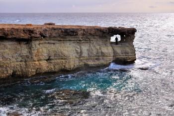 Пещеры и утёс
