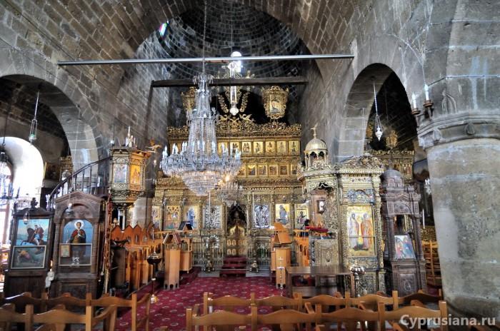Внутри церкви Архангела Михаила