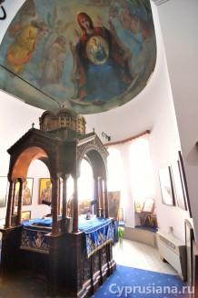 Фреска с изображением Богородицы