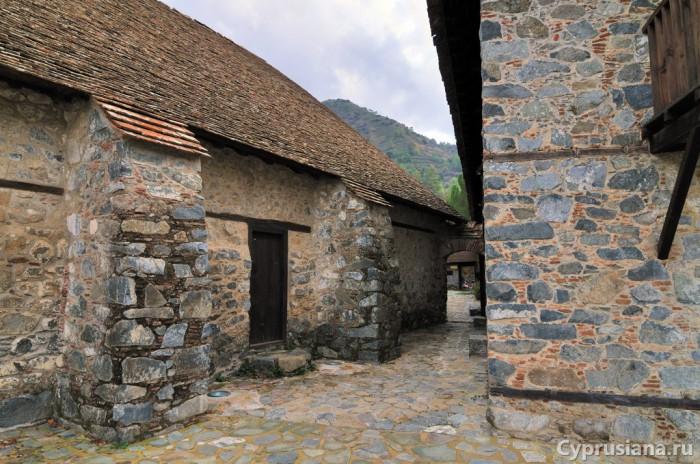 Вход в монастырь святого Иоанна Лампадиста