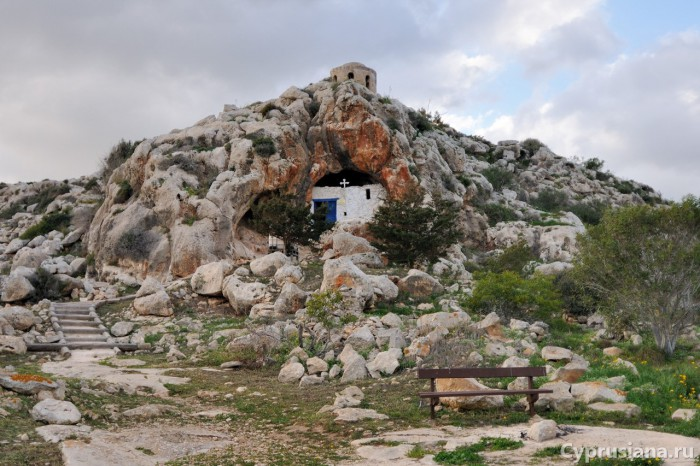 Пещерная часовня Agioi Saranta