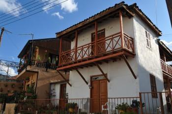 Деревянные балконы и лестницы
