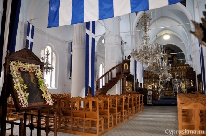 Подлинник иконы Богородицы Фанеромени в церкви