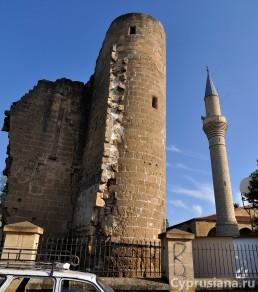Рядом с мечетью