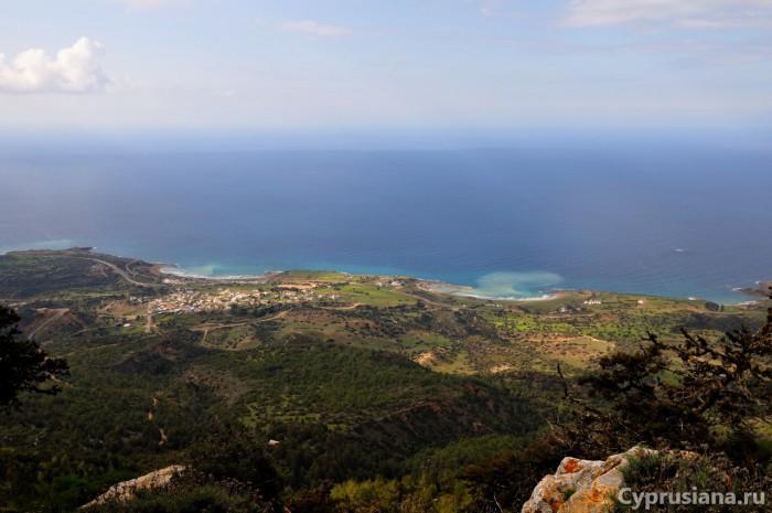 Вид с крепости Кантара на северное побережье Кипра