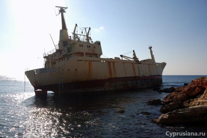 Корабль на мели в районе Пафоса