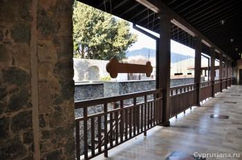Прогулка по монастырским строениям