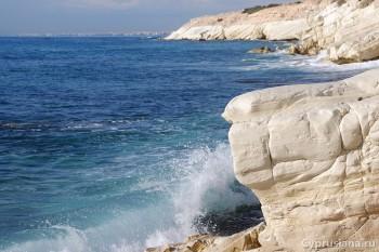 На белых скалах