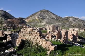 В деревне Foinikas