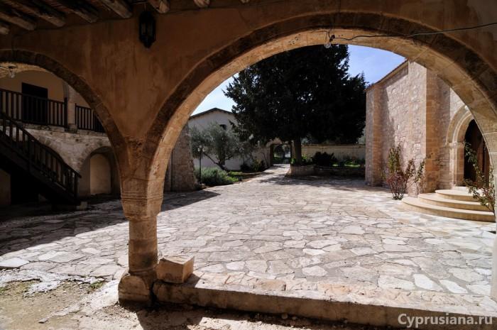 Монастырь Святого Креста Мятного