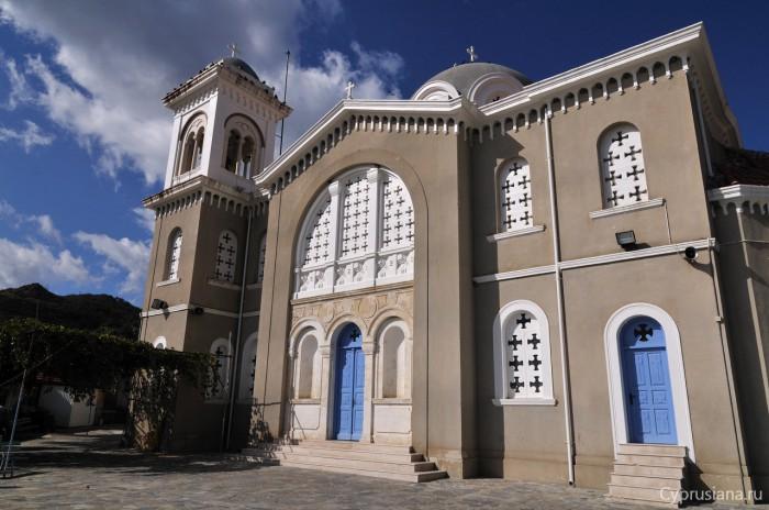 Главная церковь в Пелендри
