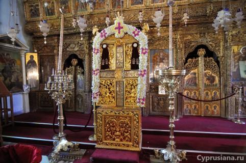 Крест в церкви