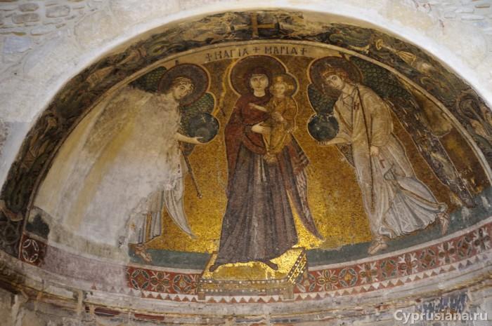 Древняя мозаика в церкви