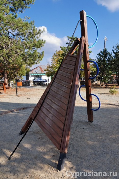 На детской площадке в Троодосе