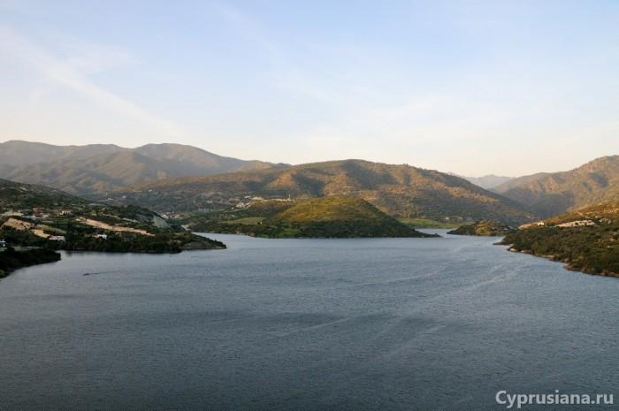 Вид на водохранилище в Гермасойе