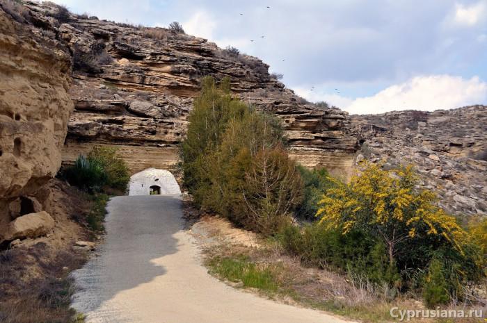На подъезде к пещере