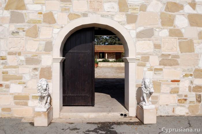 Вход в монастырь св. Марины