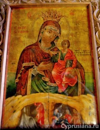 Иконы в церкви