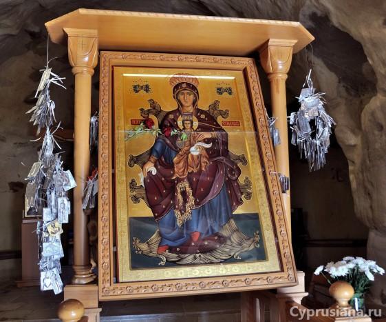 Икона Богородицы Хрисоспилиотиссы